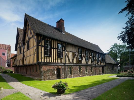 ‪Merchant Adventurers' Hall‬