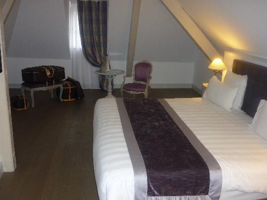 Hotel Cour du Corbeau Strasbourg - MGallery Collection : la chambre de cette jolie suite