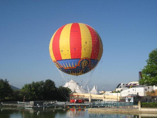 Disney Village: Panoramagique balloon.