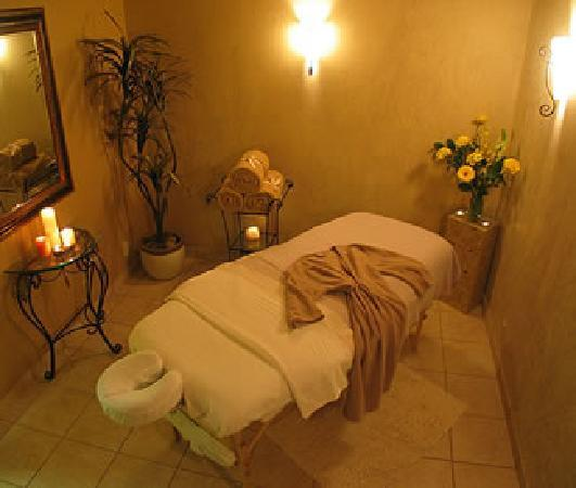 Mountain Spa: Massage Room