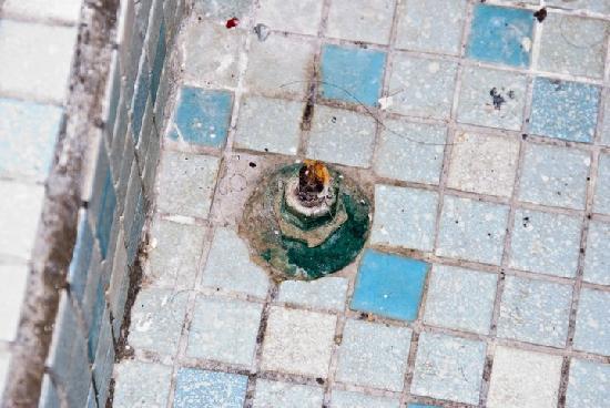 Golden Era Hotel: a thing on the bathroom floor,, any idea?