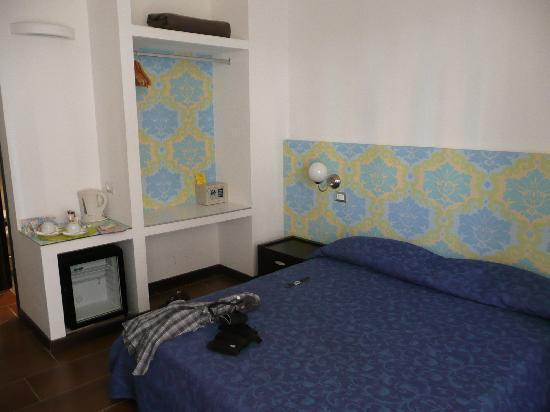 Comfort Suites Rome: room