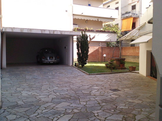 B&B Tarussio : Free Parking Garage indoor and outdoor for each one of our guests
