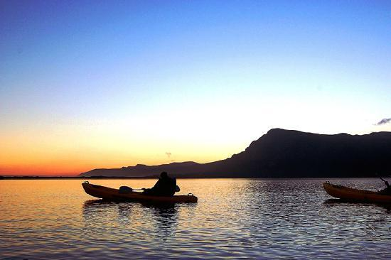 MOSAIC Lagoon Lodge: Boating & kayaking on the Hermanus Lagoon
