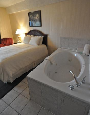 Madison, IN: Deluxe Room with whirlpool