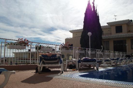 Dorisol Estrelicia: Beautiful swimming pool.