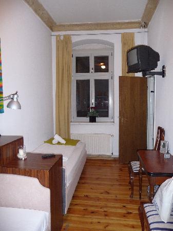 Schall und Rauch Stadthotel: Zimmer 11 - Blick Richtung Fenster
