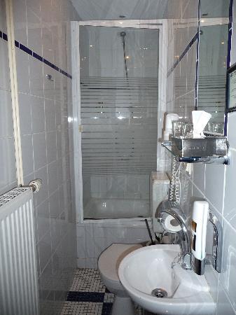 Schall und Rauch Stadthotel: Übers WC in die Dusche