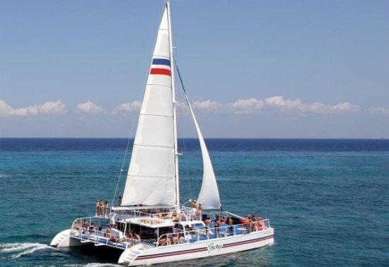 Fury Catamarans - Tours: The Fury catamaran sailing on the beautiful Caribbean Sea