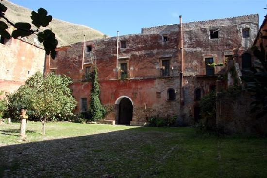 Tenuta Gangivecchio: the 13th century abbey building