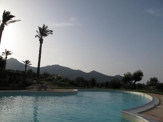 Geco Resort : The pool and view of the mountains