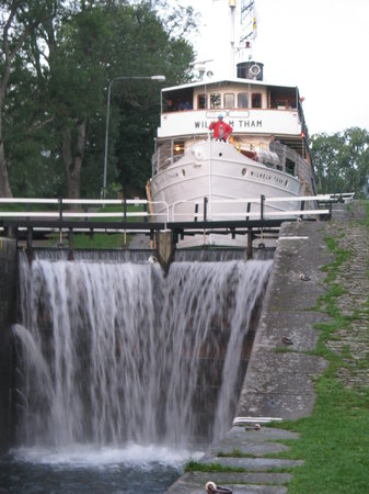 Söderköping, Zweden: Coming down the locks by Lake Boren