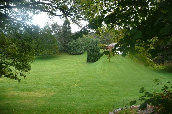 Strathspey Hotel at Macdonald Aviemore Resort: beautiful landscaping