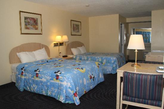 Anaheim Express Inn: Family standard room