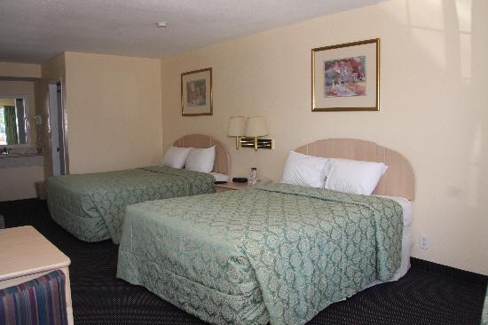 Anaheim Express Inn: Standard Room with 2 queen sized beds