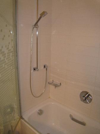 Arli Hotel: bathroom 2