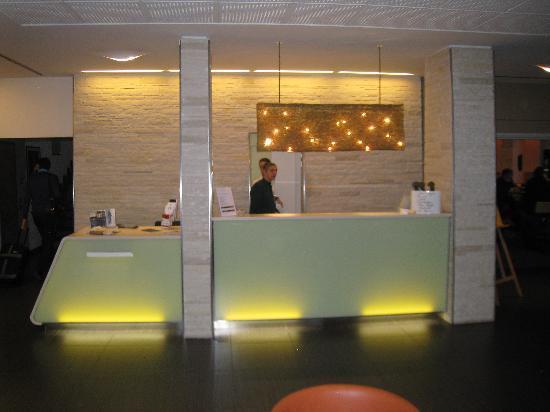 Arli Hotel: lobby frontdesk