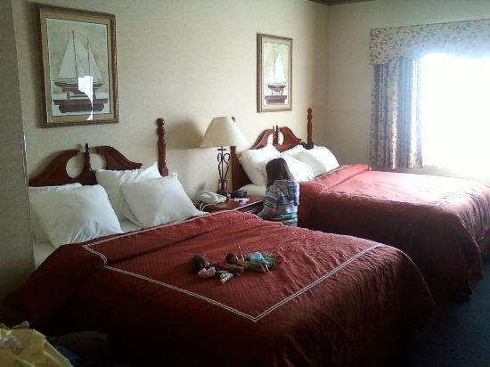 Lakeside Resort and Conference Center: our room, standard-2 queens