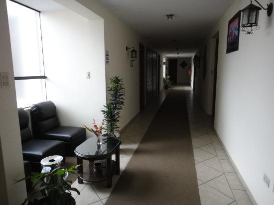 Samay Hotel: 廊下