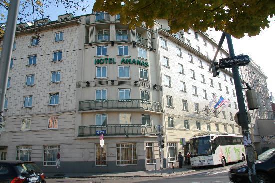 Austria Trend Hotel Ananas: FACCIATA DELL'ALBERGO