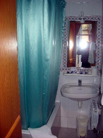 Pension Regil Room No. 3 bathroom