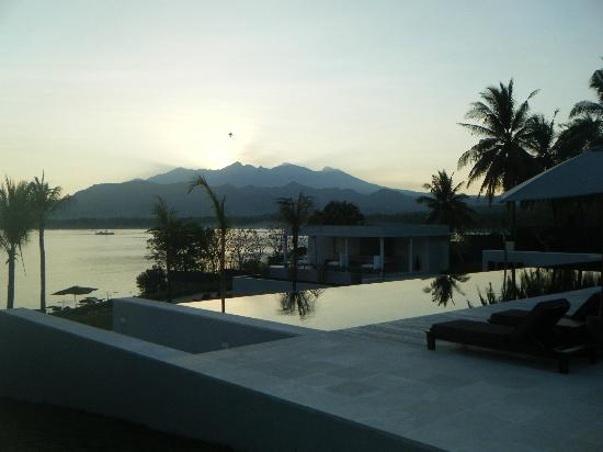The Lombok Lodge: sunrise, looking to pool area and bar