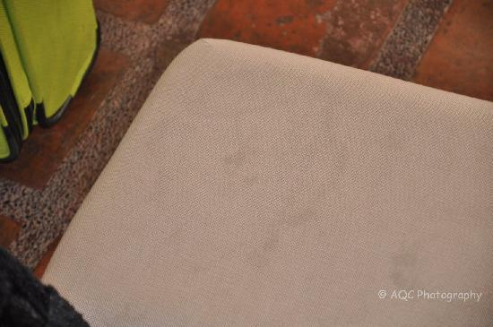 Residence Inn Tagaytay: Stained and Dirty Sofa