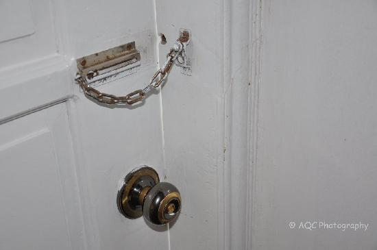 Residence Inn Tagaytay: Defective Lock