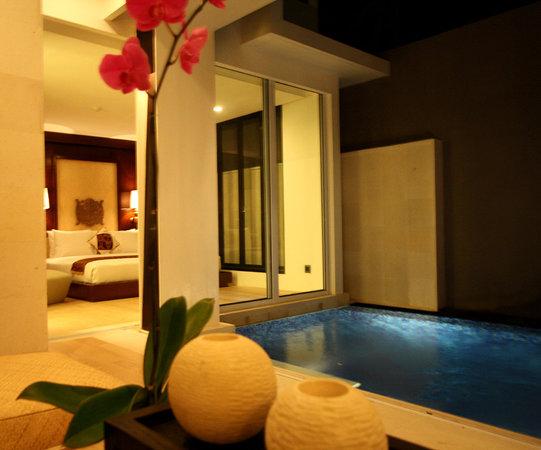Puri Hiromi: Pool Suite