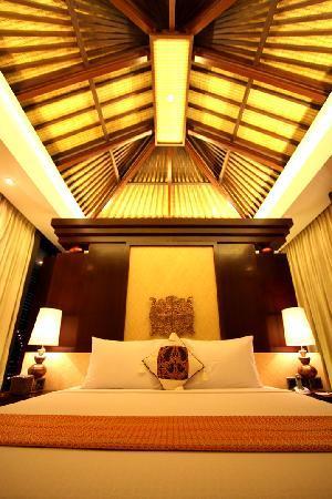 Puri Hiromi: Executive Suite bed
