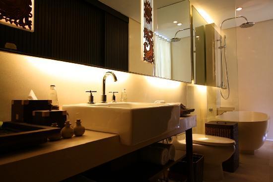 Puri Hiromi: Ensuite bathroom