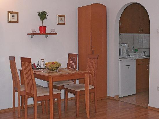 Raday Central Apartment: aday Central Apartment: 1.apartment room