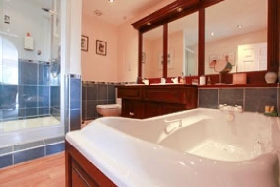 Greystones: Orchard Bathroom