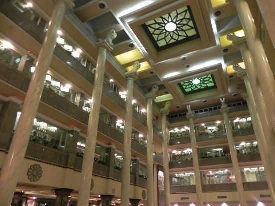 Dariush Grand Hotel: Retaurant Ceiling