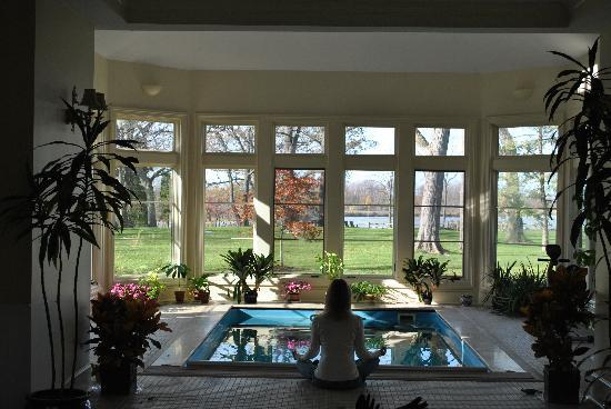 Great Oak Manor: Sitting in the conservatory overlooking the Chesapeake Bay