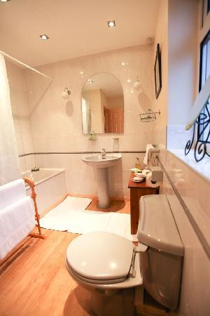 Greystones: Maple Suite Bathroom