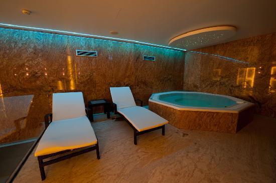 Hotel Zur Burg: Whirlpool