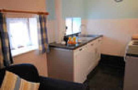 Lobhill Farmhouse: Kitchen