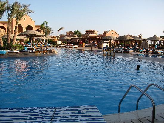 Charmillion Gardens Aqua Park: Pool