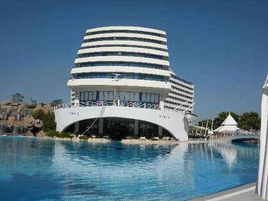 Titanic Beach Lara Hotel: Vue de l'hôtel de face