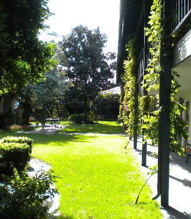 لامب ليتر إن: The Garden Area