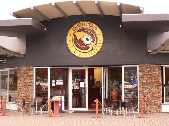 Squids Bar & Restaurant: Restaurant front