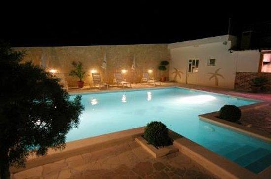 Villa Paula: Pool by night