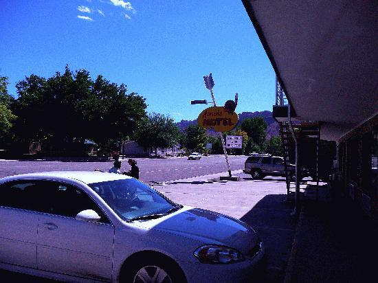 Apache Motel: blick nach rechts