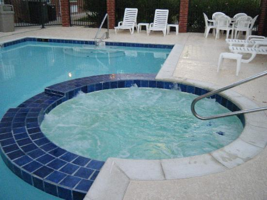 Holiday Inn Express Hotel & Suites New Boston: the infamous hot tub
