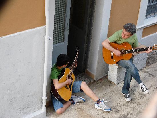 Residenza L'Antico Borgo: Serenade outside our room!