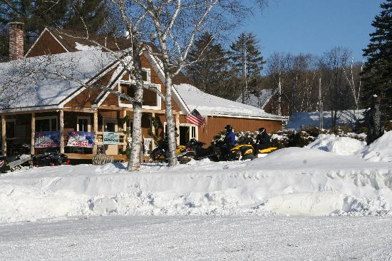 Bald Mountain Camps Resort : Maine Lodge Winter