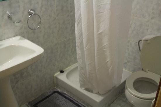 Pitho Rooms: Bathroom