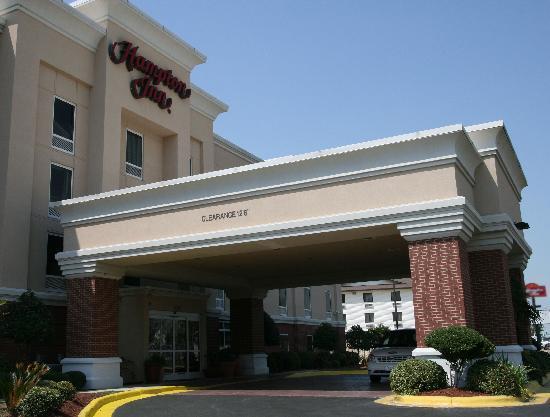 Hampton Inn Shreveport Airport: Hotel front