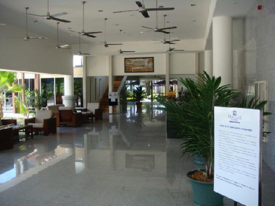 Heritage Park Hotel Honiara: open plan reception area